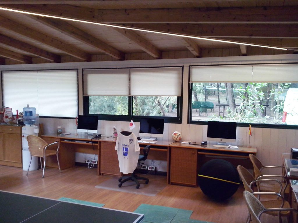 tenda moderna per ufficio realizzata da Tappezzeria Giuseppe Petracca
